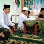 Rais Syuriah PCNU Kota Blitar Bimbing Seorang Mualaf Masuk Islam