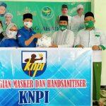 Lawan Covid-19, KNPI Kota Blitar Bagikan Ratusan Masker ke Warga Nahdliyin
